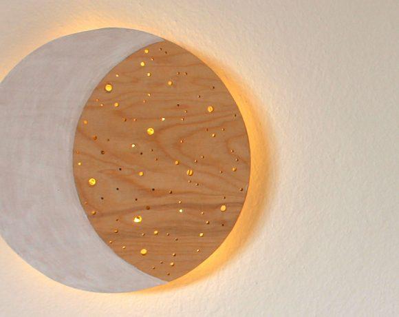 Nachtlicht in Mondform aus Holz selbst basteln.