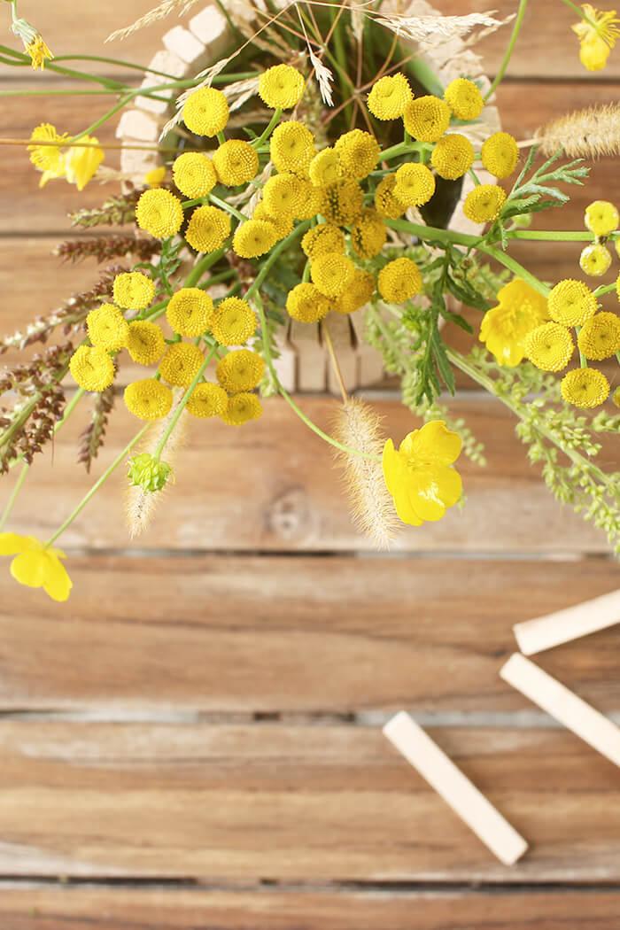 Vase aus Fliesenkeilen basteln