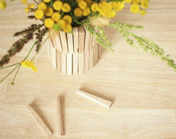 Baumarktfundstück, aus Fliesenkeilen wird eine Vase gebastelt.
