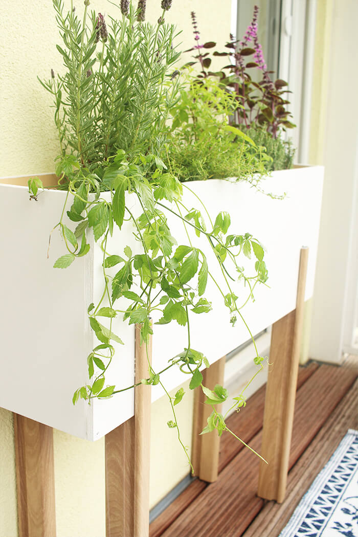 do it yourself gem tlicher balkon mit selbst gebautem. Black Bedroom Furniture Sets. Home Design Ideas