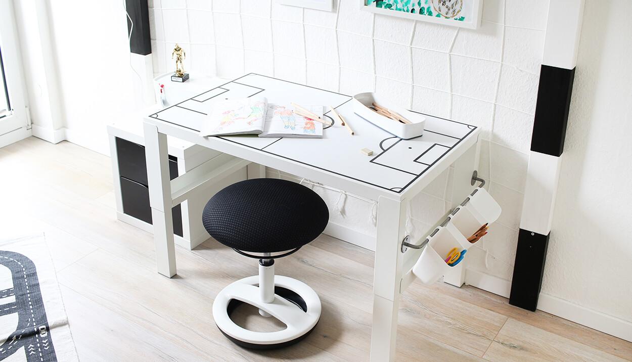 do it yourself schreibtisch f r fussballfans selbst bauen. Black Bedroom Furniture Sets. Home Design Ideas