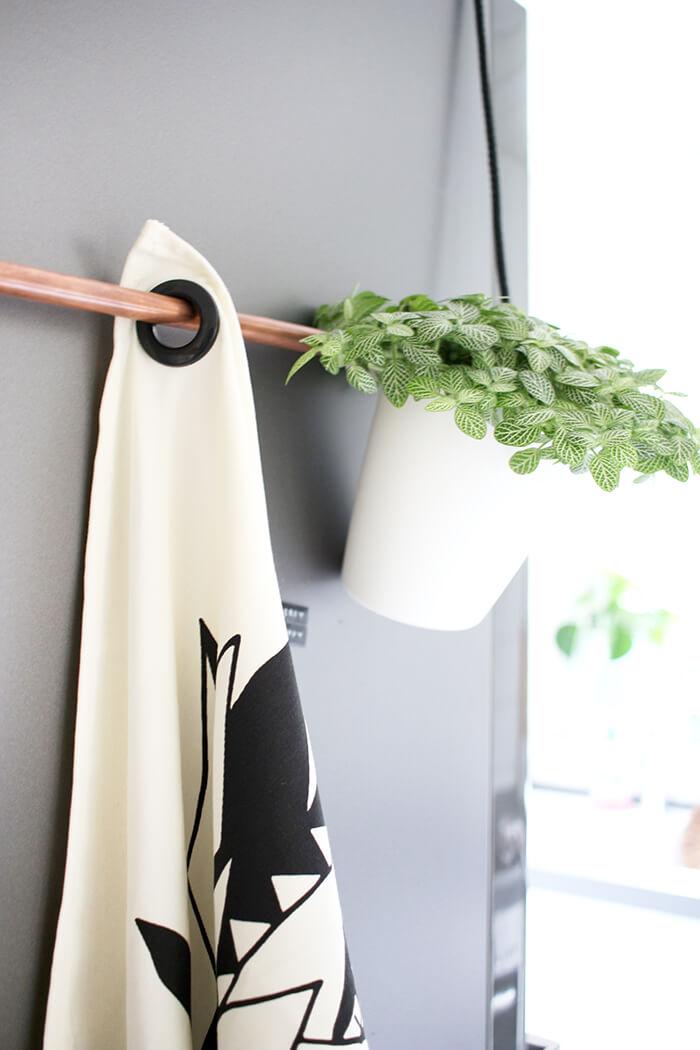 Geschirrtuchhalter mit Pflanze