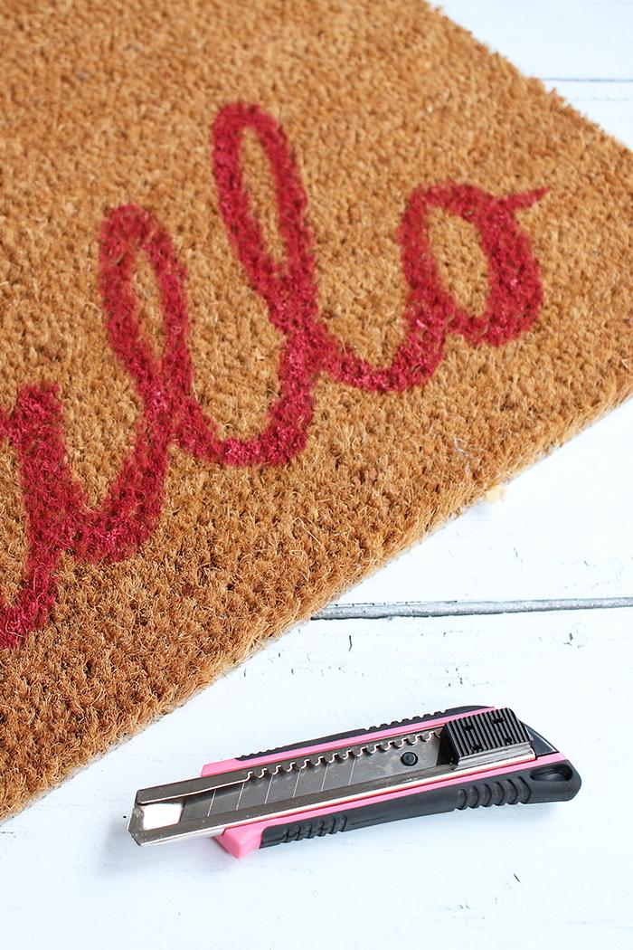 DIY Fussmatte mit Acrylfarbe und Schriftzug für missfixx