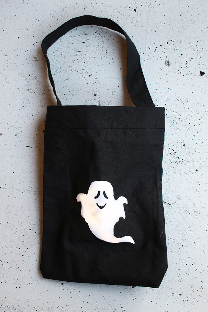 Leuchtende tasche für die Süßigkeiten an Halloween