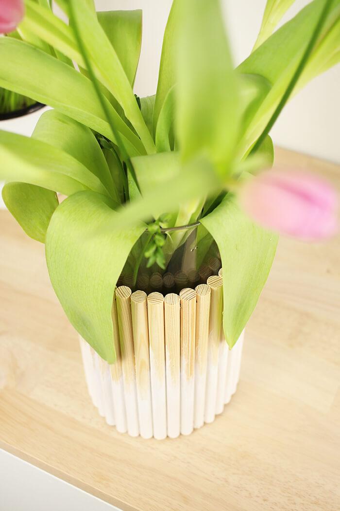 DIY Vase aus Rundhölzern selbst basteln