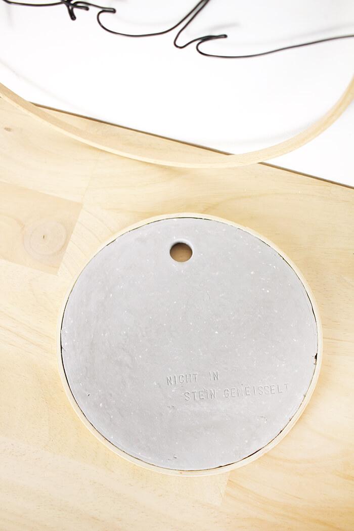 Eine mal etwas andere Deko auf Stickrahmen und Modelliermasse in Steinoptik - Gingered Things