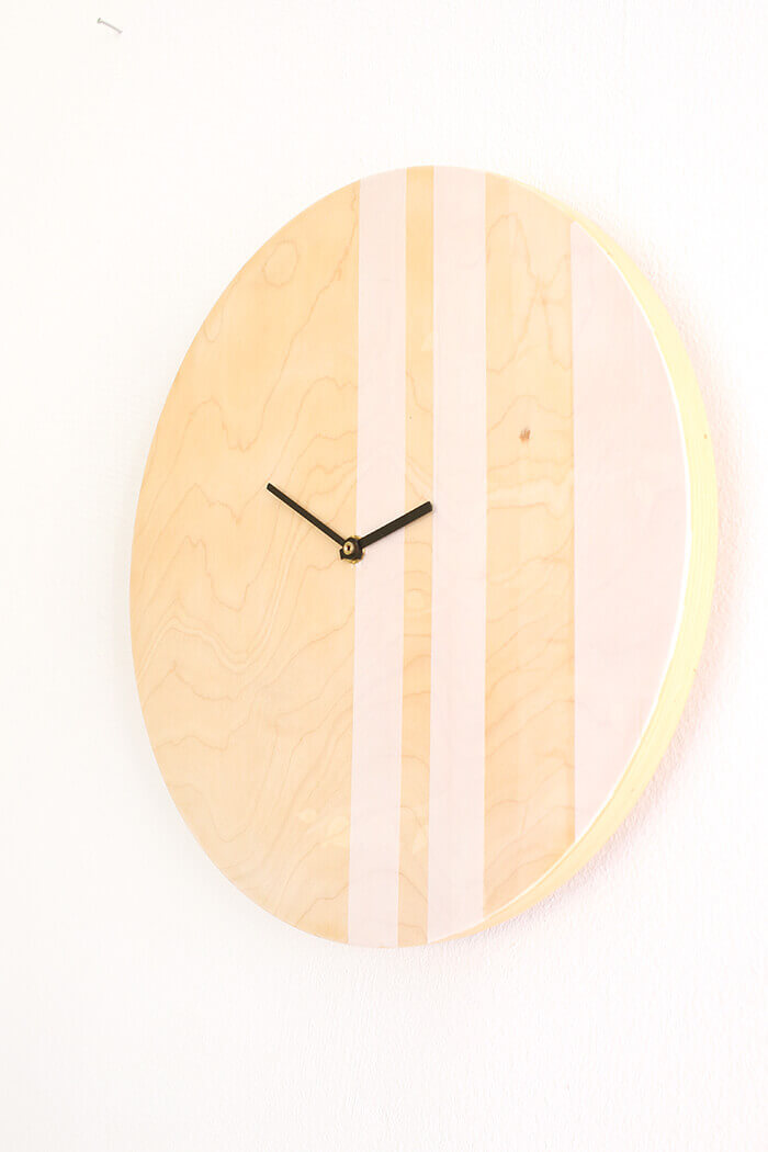Aus dem Frosta Hocker von Ikea wird shcnell eine Uhr - Gingered Things