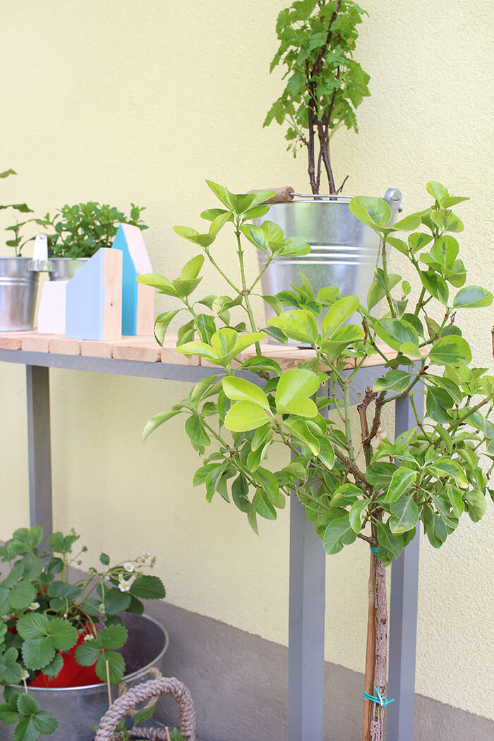 Do it yourself upcycling aus alten holzresten wird ein konsolentisch - Upcycling garten ...