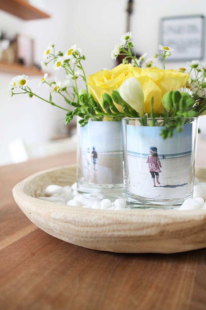 diy challenge setze dein lieblingsfoto in szene fotos als tischdeko mit blumen obsigen. Black Bedroom Furniture Sets. Home Design Ideas