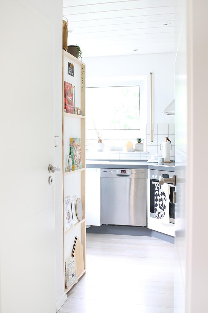 do it yourself regal f r die k che aus holz und klebefolie. Black Bedroom Furniture Sets. Home Design Ideas