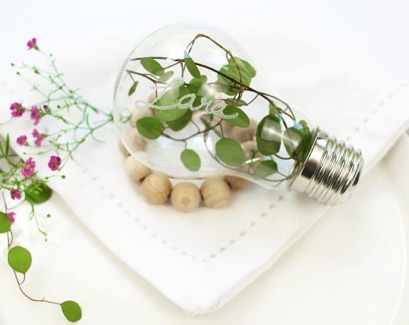 DIY Tischdeko aus Glühbirne, Pflanzen und Holzperlen. Gravieren mit dem DREMEL STYLO +