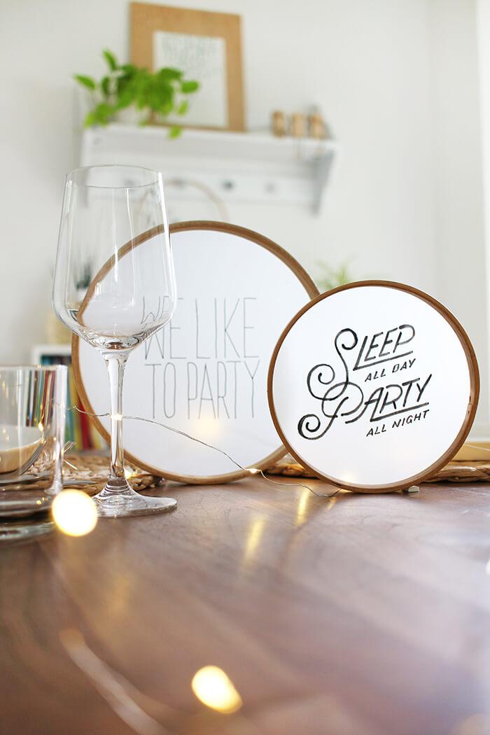 Partydeko für den Tisch aus Stickrahmen und Transparentpapier