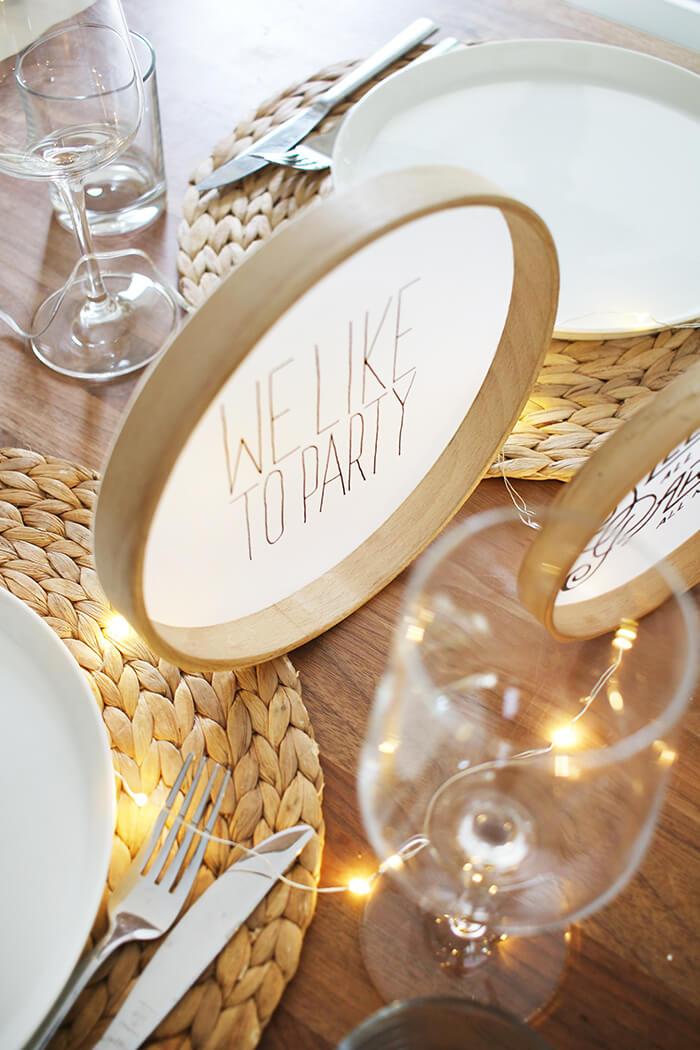 Außergewöhnliche Tischdeko aus Stickrahmen und Transparentpapier
