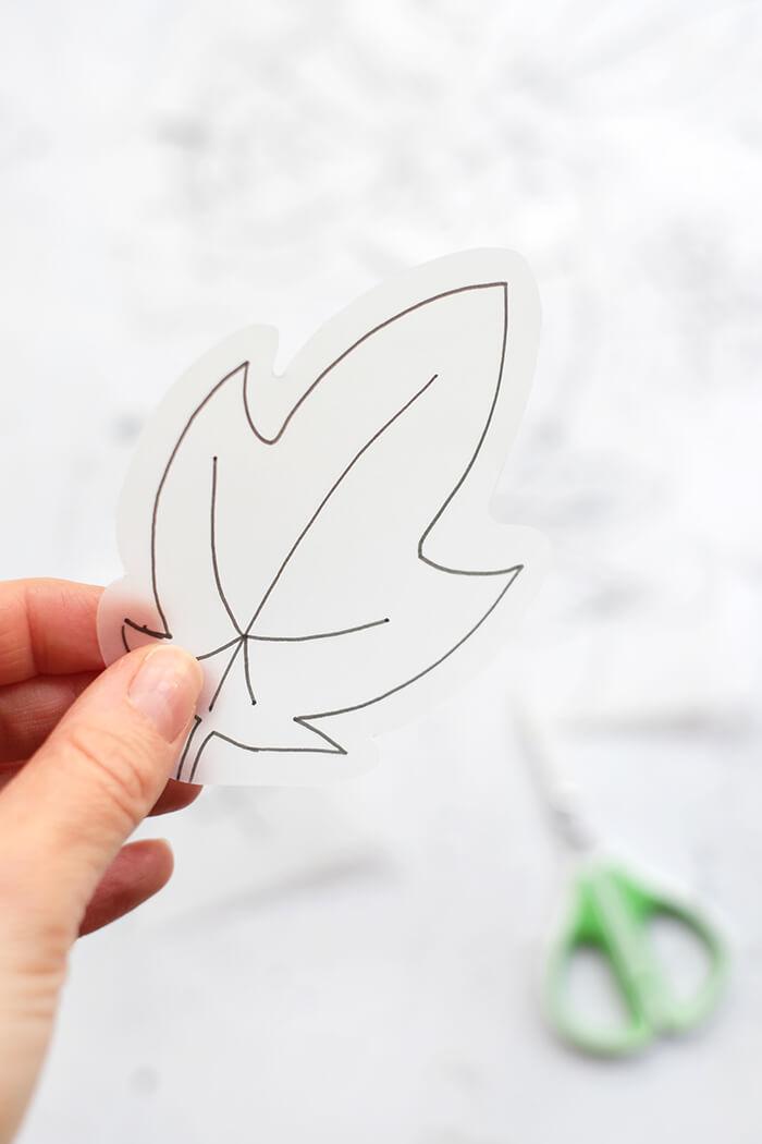 Blätter großzügig ausschneiden