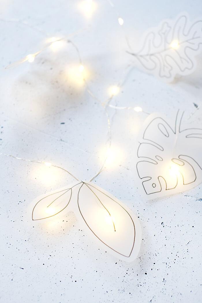 Lichterkette mit Blättern