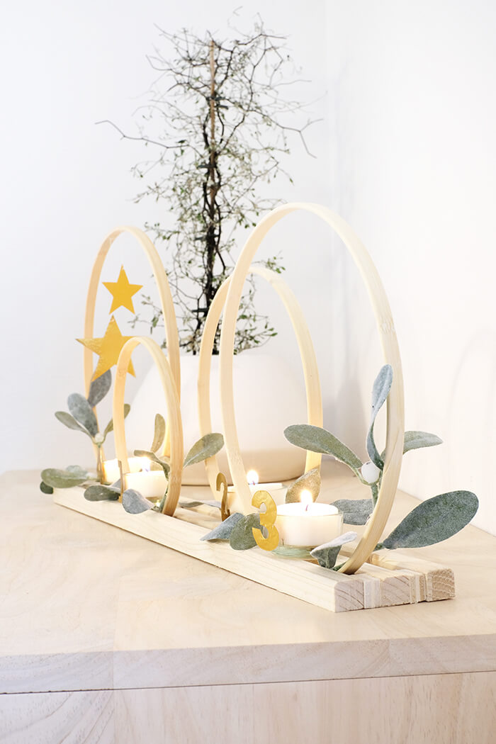 DIY Adventskranz aus Stickrahmen und Prägefolie