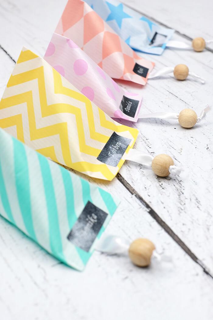 DIY Glückskekse aus Papier mit LEsezeichen als Gastgeschenk