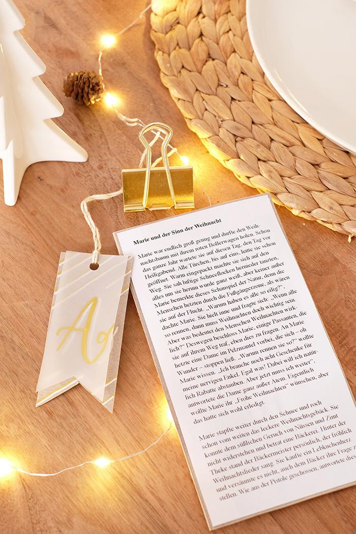 Weihnachtsgeschichte als Platzkarte um Traditionen zu pflegen mit novus