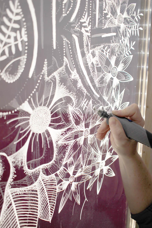 Glaswand gravieren mit dem Stylo+ von Dremel