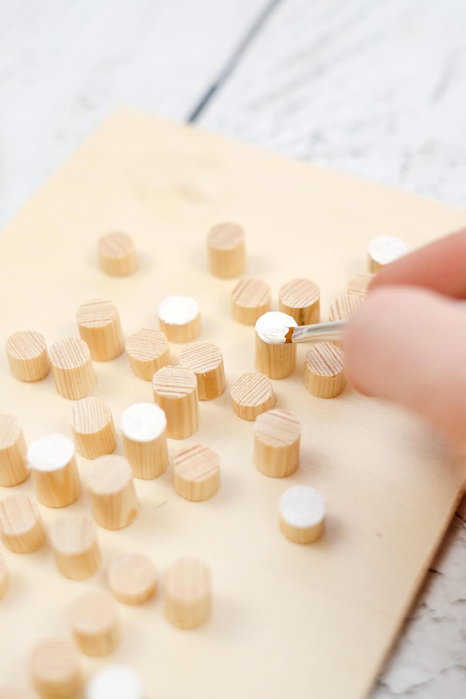 DIY Bild aus Rundhölzern von Gingered Things - Anmalen