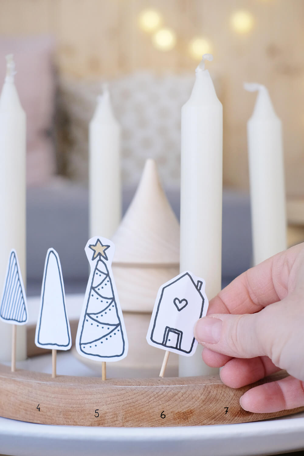 DIY Adventskranz und Adventskalender im schlichten Stil aus Stickrahmen - Gingered Things