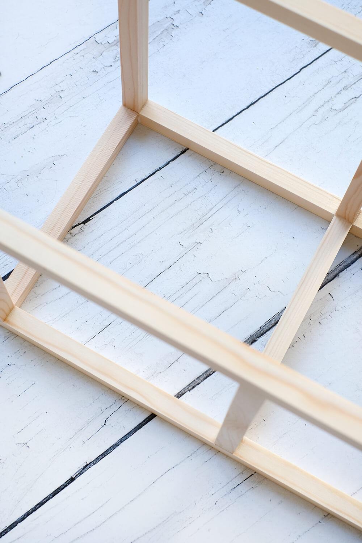 DIYnachten selbst gebaute Lampe aus Holz und Stoffresten mit wechselbaren Covern Upcycling - Gingered Things
