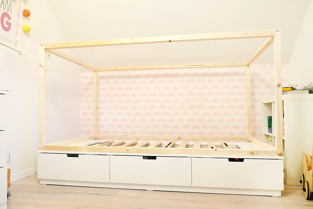 DIY Bett für das Kinderzimmer - Wie aus dem Ikea Nordli ein Hausbett wird - Gingered Things