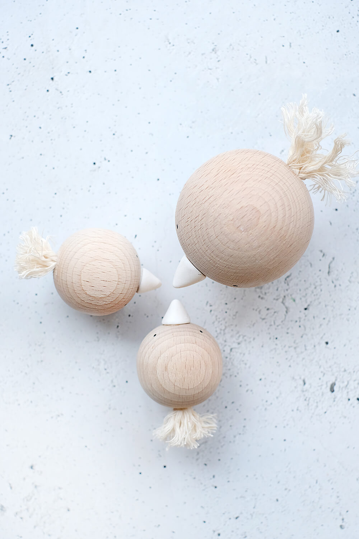 DIY Challenge - Geschenkideen - Frühlingsdeko mit Vögeln aus Holzkugeln - Gingered Things