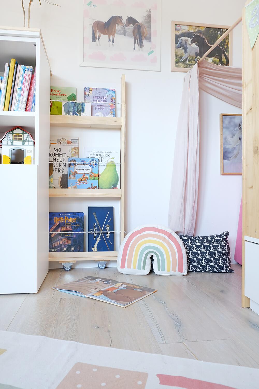DIY ausziehbares Bücherregal und merh Stauraum für das Kinderzimmer - Gingered Things