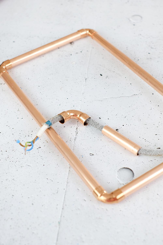 DIY Lampe aus Kupferrohren mit WIZ Filament als Vatertagsgeschenk - Gingered Things